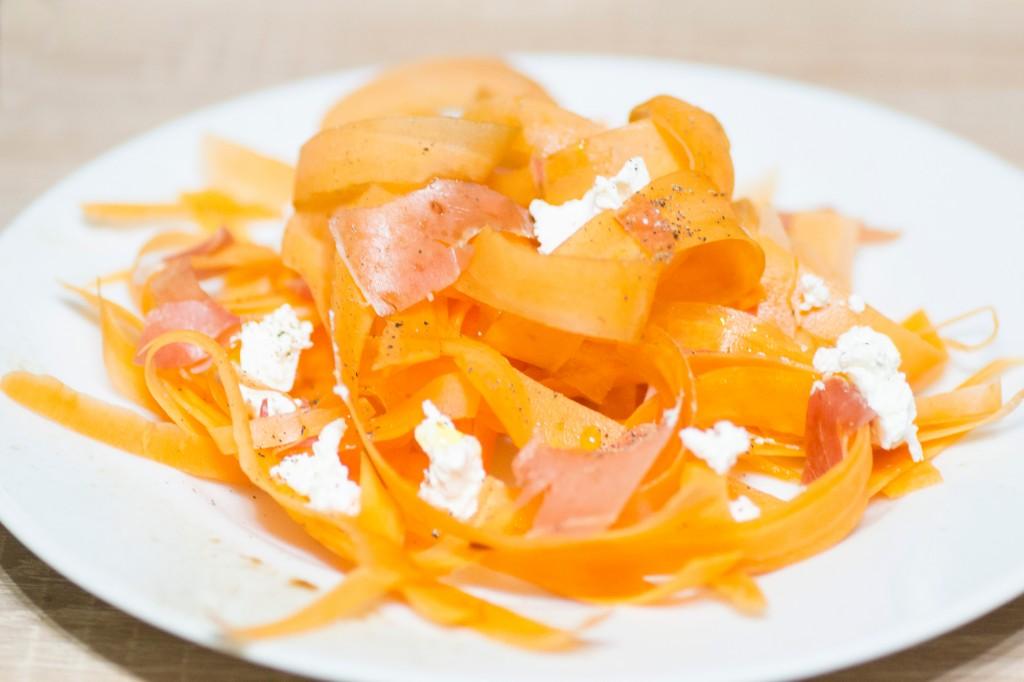 Tagliatelles de carottes au jambon cru et fromage frais