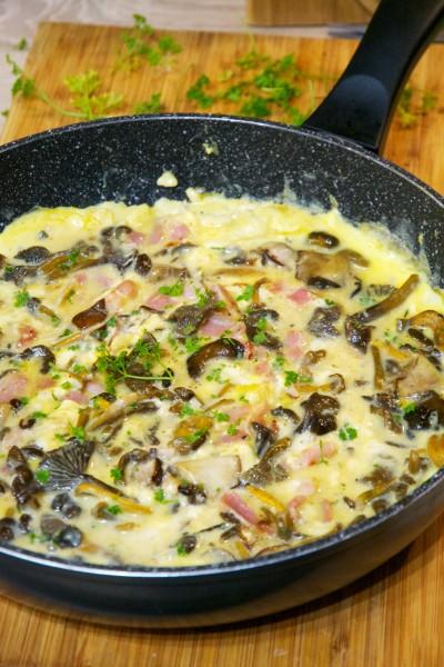 Omelette gourmande aux chanterelles et persil