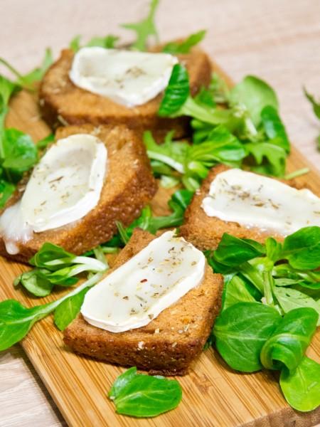 Toasts chauds de pain d'épices au miel et au thym