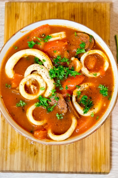 Calamar au chorizo et à la tomate
