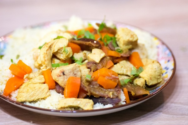 Dinde sauté à l'orientale : carottes, dattes et coriandre