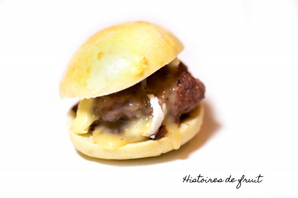 Mini-hamburgers camembert et échalotes caramélisées