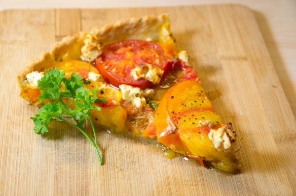 Tarte au thon épicé et aux tomates multicolores