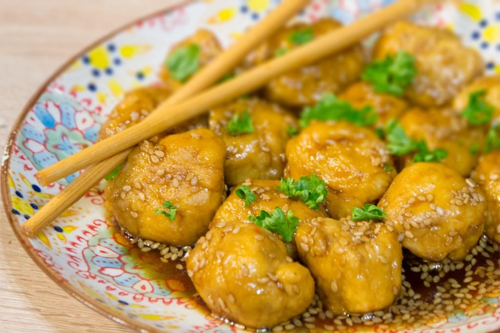 Boulettes de poulet caramélisées aux épices