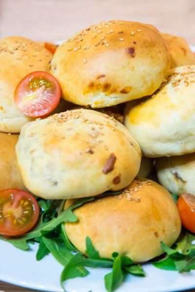Buns farcis au boeuf haché et au fromage